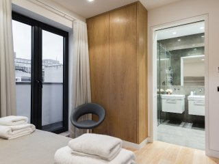 Stunning Strand Penthouse with Terrace, sleeps 6