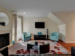 Downtown Austin Apartment on W 6th – 3 Decks, Walk to Restaurants & More