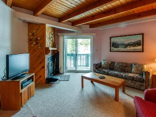 Homey condo w/ shared pool & hot tub, patio, wood fireplace, and mountain views!