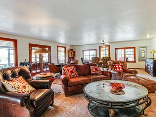 Historic mountain home w/ 180o views, fenced patio, & wraparound deck