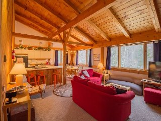 Roomy 3BR Sugarloaf Condo, Steps from Slopes, Dining & Shopping, Carrabassett Valley