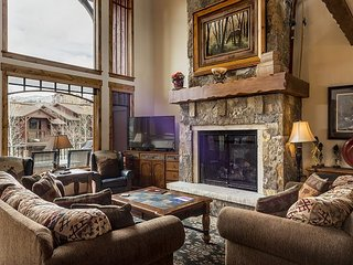Luxury 5BR w/ Private Hot Tub/Game Room, Restaurants and Skiing Nearby, Steamboat Springs