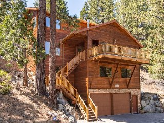 6BR Multi-level in Tranquil Neighborhood w/ Sundeck and Hot Tub, Zephyr Cove