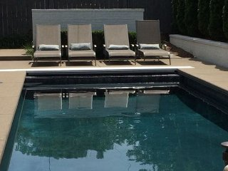 3BR w/ Heated Saltwater Pool, Hot Tub, Outdoor Shower & In-Laws Quarters