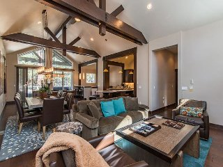 Ski-Centric Stunner in the Pines | Private Hot Tub | 10 Minutes to Heavenly