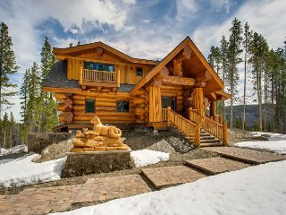 """Moose Ridge Cabin"": Custom-Built Mountain Paradise w/ Hot Tub"