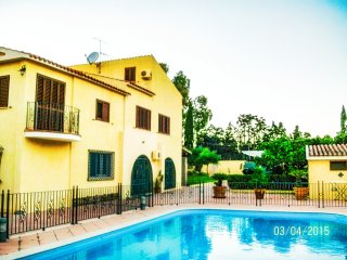 Villa Sandra with swimming pool directly to the beach