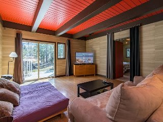 Updated 3BR on Large Wooded Lot w/ Deck & Hot Tub – Near Camp Richardson, South Lake Tahoe