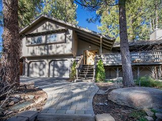 3BR Pet-Friendly in Big Bear with Game Room – Outdoor Hot Tub, Large Deck