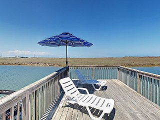 3BR Waterside Townhome w/ Private Boat Dock