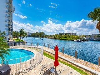 1BR Condo w/ Shared Pool, On Intracoastal Waterway, Walk to Pompano Beach