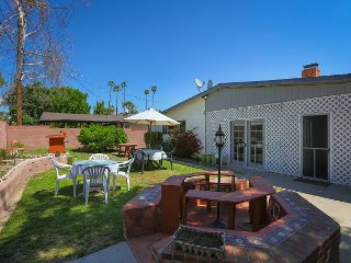 Lake Balboa Studio w/Backyard, 20 Miles to  Hollywood, and Santa Monica, Bell Canyon
