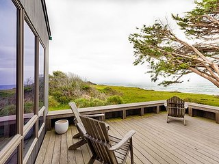 Captivating Oceanfront Home in Sea Ranch w/ Views, Hot Tub, & Gourmet Kitchen