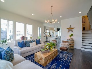 Hip 3BR w/ Rooftop Patio & Open Air Gathering Space  – 1 Mile to Downtown