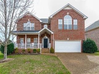 Fun, Roomy Home Outside Nashville – Entertainment-Ready Fenced Yard & Deck