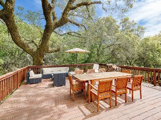 Modern Mountain Home in Wine Country – 4 Scenic Acres w/ Hot Tub, Glen Ellen