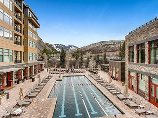 Studio w/ Mountain View Balcony, Fireplace – Spa, Gym, Pool, Hot Tub