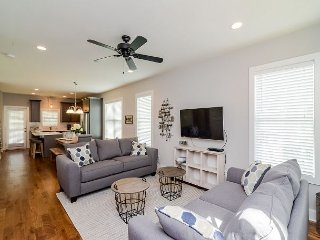 Brand-new Nashville Home w/2 Decks, 10 minutes to Downtown