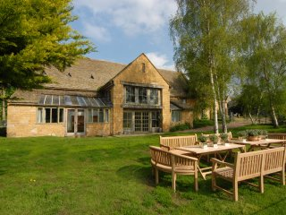 Watery Park Barn - Large Entertaining Spaces, Open Fire, Plenty of Parking