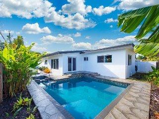 Chic & Tropical Beach Home w/ Pool, Spa – Near Shopping & Dining