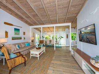 Chic & Tropical Beach Home w/ Pool – Near Shopping & Dining