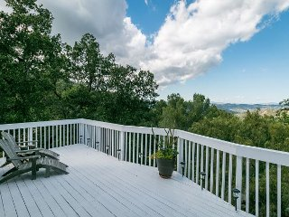Treetop House w/ Valley & Mountain Views - Near Beaches & Hiking Trails