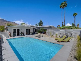 Newly Remodeled 4BR Home w/ Sunny Pool and Mountain Views