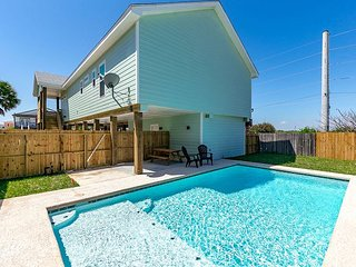 Private Pool, New Home, 2 Master Suites, Boardwalk to beach, In-Town Location