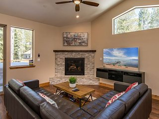 Brand-New 4BR, 2.5BA South Lake Tahoe Home - Near Heavenly & Camp Richardson