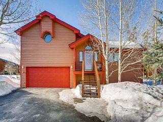 Spacious 3BR, 2.5BA Home for Frisco Family Fun – Fireplace & Mountain