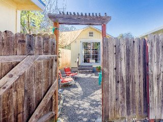 Juanita's Casita: Charming Sonoma Cottage w/ Hot Tub & Garden; Near