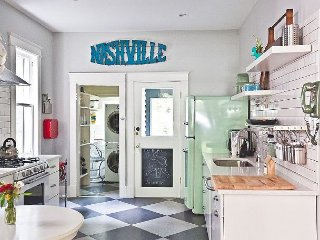 Hip Nashville Bungalow – Walk to Restaurants, Bars and Shops