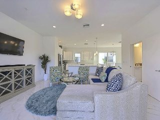 New Professional Decorated Beach Townhome—Steps to the Ocean., Pompano Beach