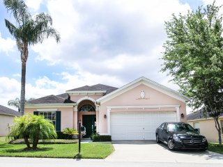 Large 3 Bedroom Home in Florida- 15 min to disney