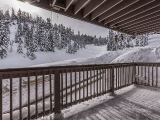 Ski-In/Ski-Out to Stagecoach – Watch Skiers from the Private Hot Tub
