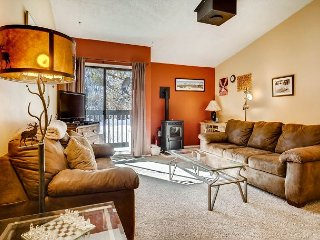 2BR (plus loft), 2BA Frisco Condo - Walk to Shops, Minutes to Skiing