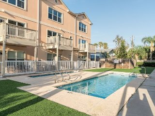 Sweet Condo 1 Block from the Beach—Pool & Hot Tub