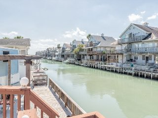 Long Island Canal House w/Private Dock and Waterfront Deck, Port Isabel