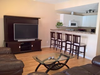 4beds, 2Bath Suite In Gof Course By Henday, Whitemud Drive - Long Term discount!