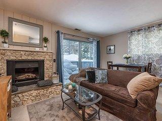 2BR, 1.5BA Ski Run Village Condo w/Gas Fireplace & Big TV—2 Mins to, South Lake Tahoe