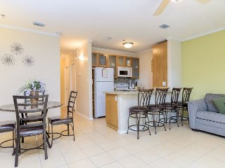 Updated Condo 1 Block from the Beach – Pool & Hot Tub