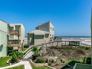 3BR, 2.5BA, Lost Colony Home - Gulf Views, Steps to Beach & Shared Pool