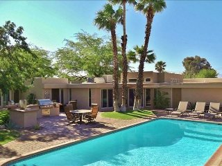Gorgeous Mid-Century Retreat w/ Heated Saltwater Pool! 2 Minutes To Downtown!