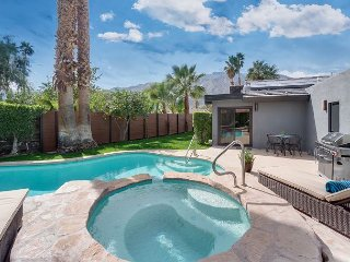 Stylish 2BR, 2BA Palm Springs House w/Pool & Mountain Views, Near Downtown