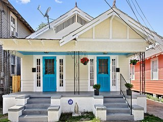 Historical House: Local living, Close to French Quarter, & Esplanade Ave