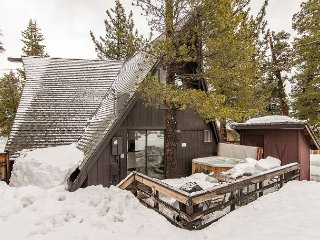 3BR, 2BA South Lake Tahoe House w/Hot Tub—Close to Skiing, Walk to Dining