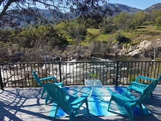 "Remodeled Main Fork ""Kaweah River House"" -1/2 Mile to Sequoia Park"