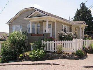 Leschi English Cottage with a Lake Washington View