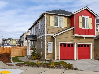 2BR, 1.5BA High-End, Modern Seattle House with Outdoor Patio, Near Airport