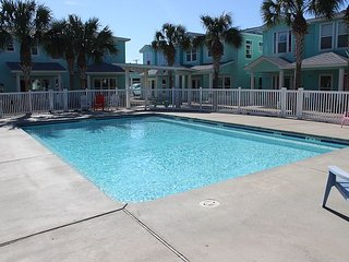 Coastal 3BR, 2.5BA Port Aransas Condo—The Commons Pool, Dancing Dolphin Home